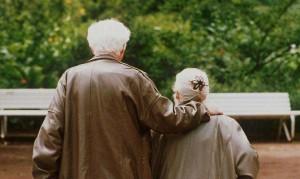 Lavagna, rissa tra settantenni rivali in amore: l'amante manda la moglie in ospedale