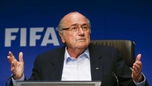 Fifa, proposta la sospensione di Blatter: ora la decisione finale spetta a Platini