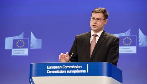 """Commissione Ue boccia la legge di stabilità: """"L'Italia danneggia crescita con tasse sul lavoro"""""""