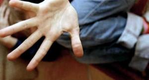 Bari, violentava minorenne disabile promettendogli caramelle: arrestato 61enne