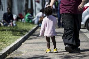 Lecco: lanciate alcune bottiglie riempite di urina contro un campo profughi