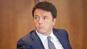 """Renzi difende la legge di Stabilità: """"Giusto abbassare le tasse. Non è né di destra, né di sinistra"""""""