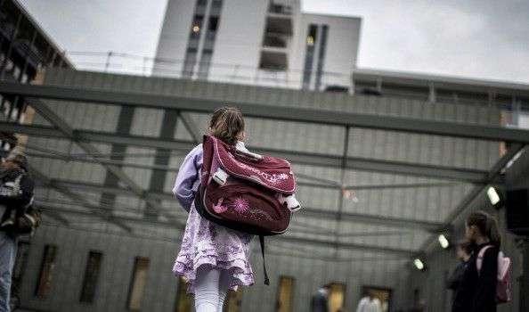 Salerno, bidello pedofilo mostra video per adulti a 12enne: accusato di corruzione di minorenne