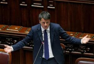 """Renzi al question time: """"L'Italia è fuori dalle sabbie mobili, missione compiuta"""""""