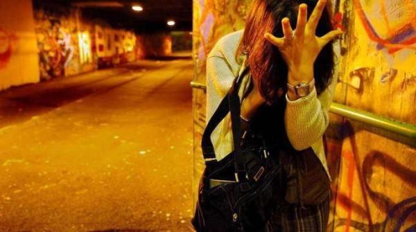 Bologna: tenta di violentarla in strada, fermato migrante 22enne richiedente asilo