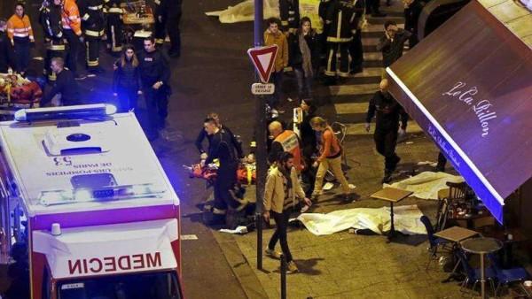 """Parigi: attentati terroristici in tutta la città, oltre 150 morti. Isis: """"Siamo stati noi"""""""