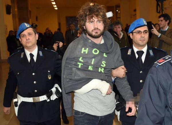 Aggressioni con l'acido: pm chiede 20 anni per Martina Levato, 14 per Magnani