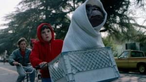 """Cinema: """"E.T."""" doveva essere un film horror, poi la svolta arrivò con la Mathison"""