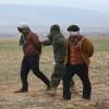Isis, il pianto del terrorista catturato dai soldati curdi fa il giro del web [video]