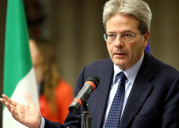 """Paolo Gentiloni: """"L'Italia combatte il terrorismo, ma non deve sentirsi in guerra"""""""