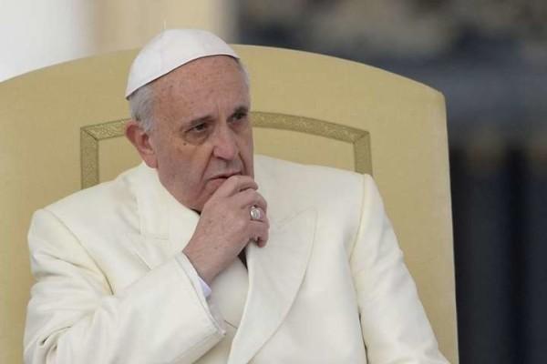 """Attentati a Parigi, Papa Francesco: """"Non è umano! E' un pezzo di terza guerra mondiale"""""""