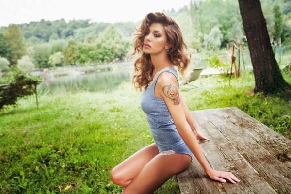 Belen Rodriguez: su Instagram i suoi ultimi scatti bollenti in intimo per Jadea