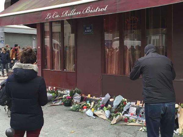 Attentati terroristici a Parigi, attacco al bistrot: ecco il video del terrore
