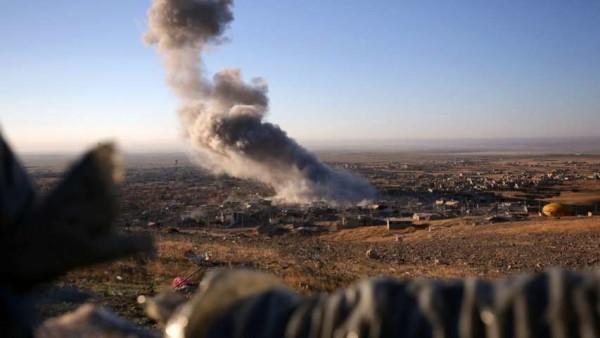"""Siria, iniziati i bombardamenti francesi a tappeto contro l'Isis, Hollande: """"E' guerra"""""""