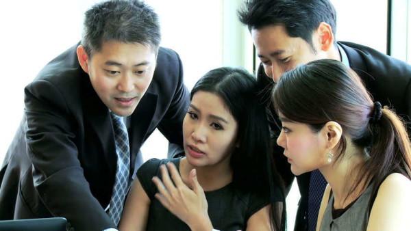 Cina: travolti dalla passione si appartano in ufficio. Spiati dalle telecamere, video diventa virale