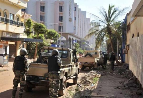 Mali, attacco Isis ad un hotel: 170 ostaggi e 40 morti. Libero chi recitava il Corano