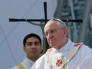 """Il monito del Papa: """"Chi parla di povertà non può condurre una vita da faraone"""""""