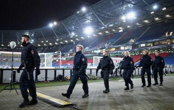 Terrorismo: allarme bomba allo stadio di Hannover prima di Germania-Olanda
