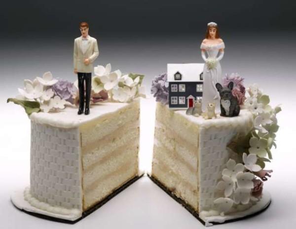 Algeri, vede per la prima volta la neosposa struccata: chiede divorzio e risarcimento danni