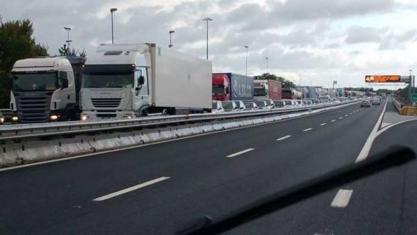 Lecce, drogato lascia l'auto ferma in autostrada e provoca incidente per divertimento