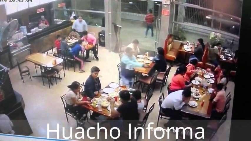 Perù, giovani imprenditori uccisi al ristorante: rifiutavano di pagare il pizzo