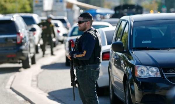 """Usa, strage in California. Spunta un video del poliziotto eroe: """"Prendo io le pallottole"""""""