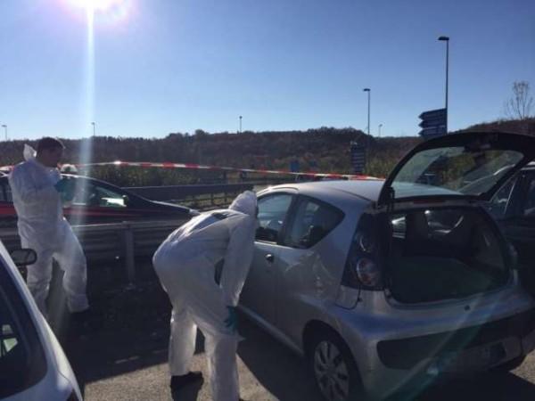 Firenze: trovato dentro un'auto cadavere di un uomo, ucciso a colpi di pistola