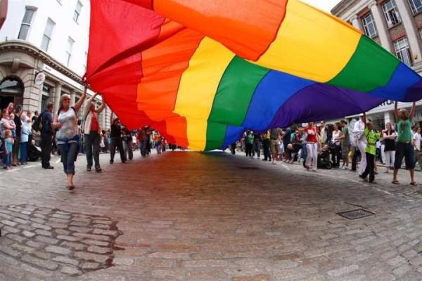 Usa, dopo 30anni cade per i gay il divieto di donare il sangue: ma la svolta è solo parziale