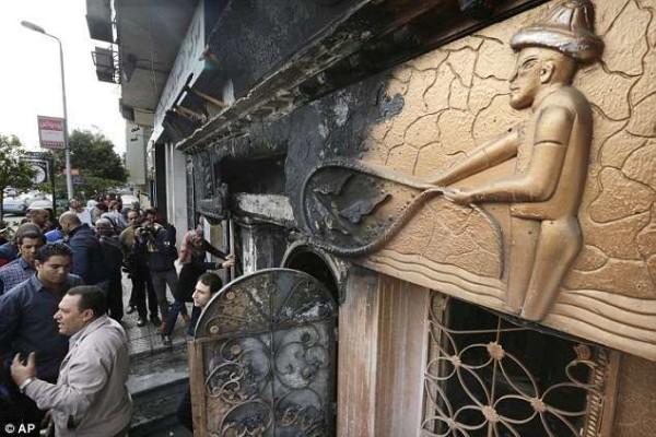 Egitto, attacco con molotov ad un night club del Cairo: almeno 18 morti