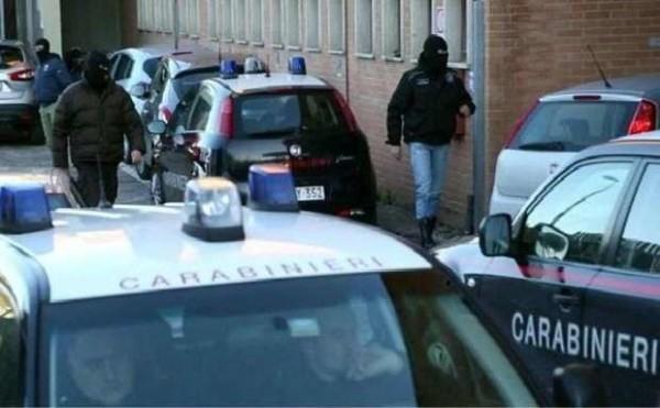 """Isis, 4 persone arrestate tra Italia e Kosovo. Minacce anche al Papa: """"Sarà l'ultimo"""""""