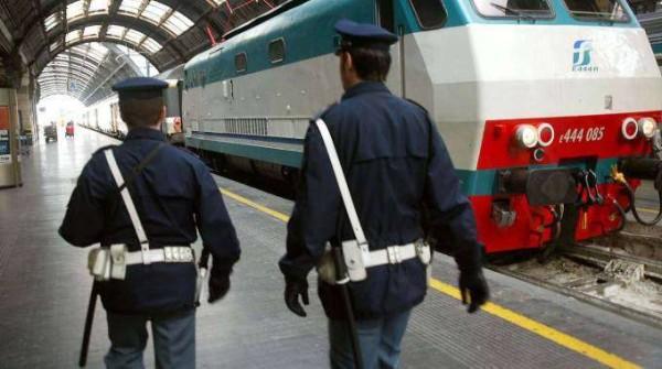 Milano: arrestati due poliziotti, spartivano ricavato dei furti in stazione con i rom