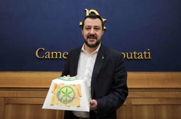 """Salvini alla Camera: """"Renzi a casa tra qualche mese e Lega sopra il 20% nel 2016"""""""