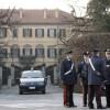 """Arcore, si dà fuoco davanti villa Berlusconi: """"La banca mi ha chiuso il credito"""""""