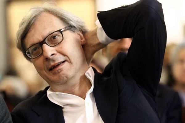 """Vittorio Sgarbi operato d'urgenza dopo un'ischemia cardiaca: """"Capre, sono ancora qui"""""""