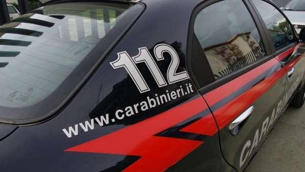 Napoli, insolita rapina in gioielleria: stretta di mano tra rapinatore e vittima