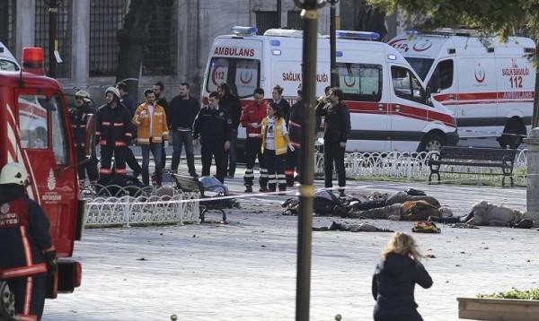Istanbul: attentato kamikaze in pieno centro, 11 turisti morti. Isis rivendica