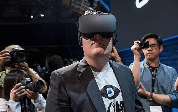 Oculus: Palmer Luckey presenta al mondo il suo dispositivo di realtà virtuale