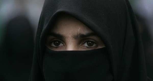 """Isis, giovane mamma si arruola. Poi si pente e fugge: """"Un viaggio all'inferno, non partite"""""""