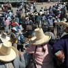 Perù: donna accusata di adulterio viene bastonata davanti a tutti