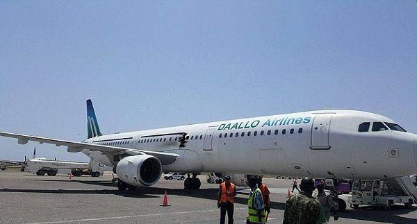 Somalia, squarcio e fiamme su aereo di linea: un passeggero carbonizzato
