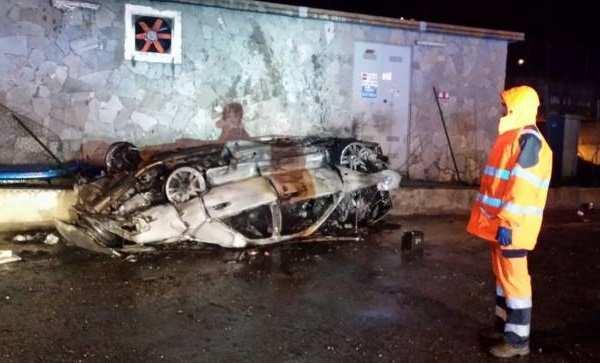 Lecco, terribile incidente sulla Statale 36 a Colico: in fiamme l'auto, muore ventenne