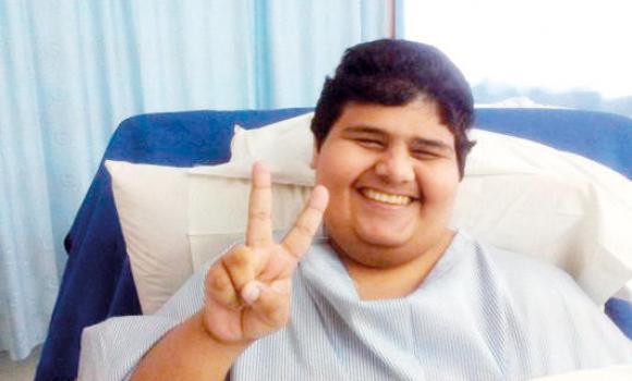 Il teenager più grasso del mondo torna a camminare: il video commuove il web