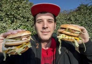 """Londra: ragazzo 33enne cambia nome da ubriaco in """"Bacon Double Cheeseburger"""""""