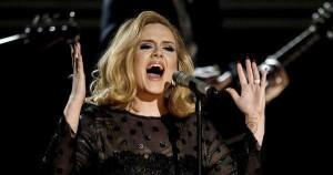 """Grammy Awards 2016, Adele stecca e il web non perdona: """"Che figuraccia"""""""
