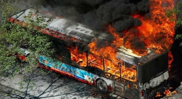 """Locri: immane incendio doloso nel deposito autolinee """"Federico"""", distrutti 14 pullman"""