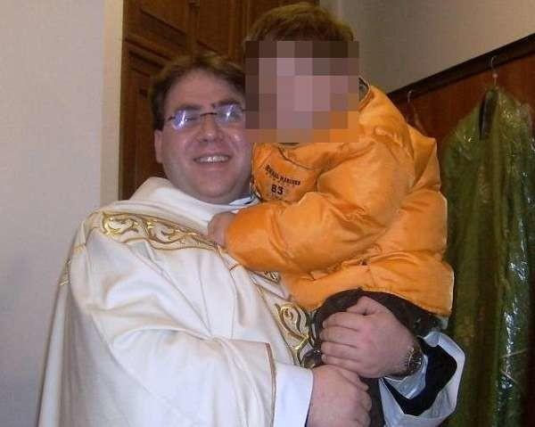 Roma: arrestato sacerdote 40enne, avrebbe abusato di tre minori a Palermo