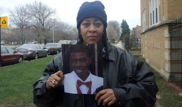 Usa, poliziotto uccide 17enne e fa causa alla famiglia per stress: chiede 10 milioni