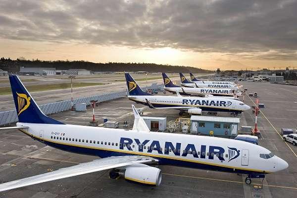 Ryanair chiude alcune basi italiane: via oltre 600 dipendenti e sospese 16 rotte