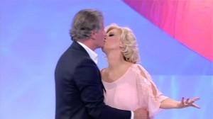 Uomini e Donne del 17 febbraio, Trono Over: Gemma imita Tina, e lei bacia Giorgio