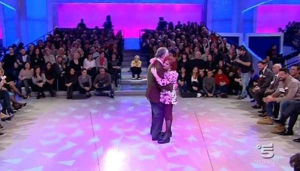 Uomini e Donne, Trono Over 9 febbraio: Maria gioca a fare cupido con Annamaria e Raffaele